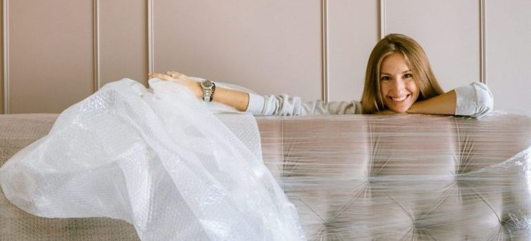 a woman properly packing stuff to demonstrate moving mistakes you should avoid